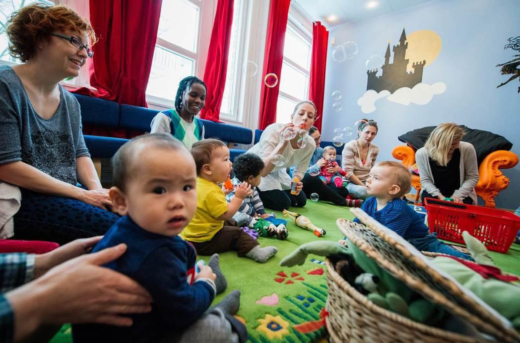 移民社會融合議題存在已久,並非尾隨難民們進入瑞典。 圖/法新社
