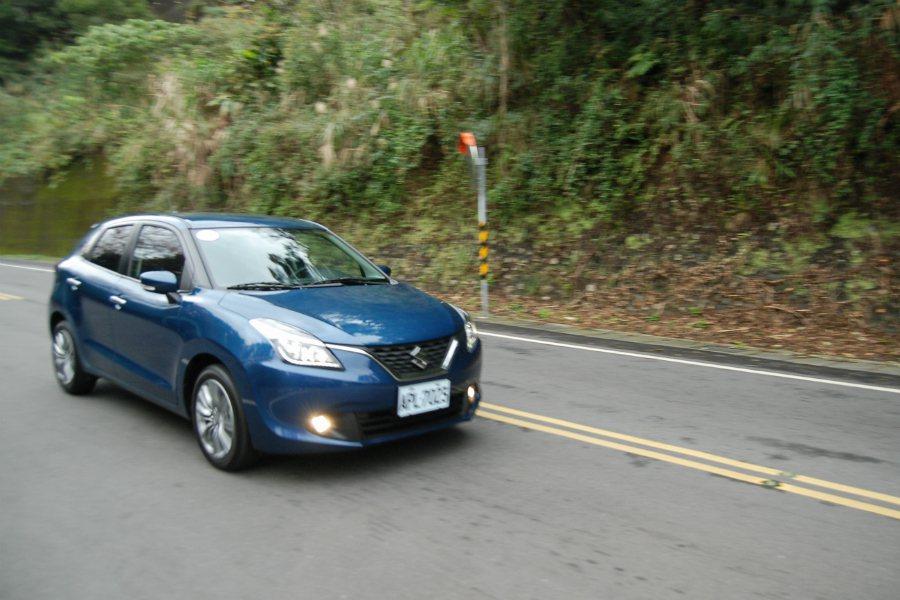 Suzuki Baleno 配備 6 具 SRS 輔助氣囊、ESP 電子穩定系統...