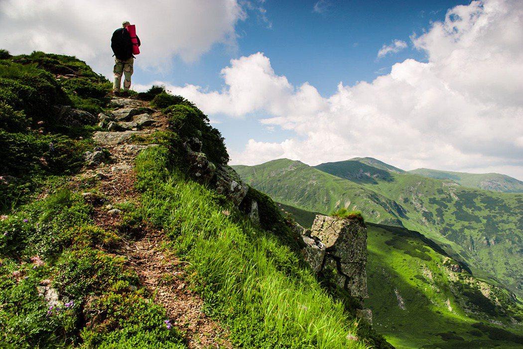 爬山。 圖片/ingimage