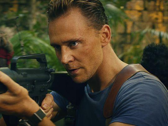 湯姆希德斯頓在電影「金剛:骷髏島」挑戰史上最Man演出。圖/華納兄弟提供