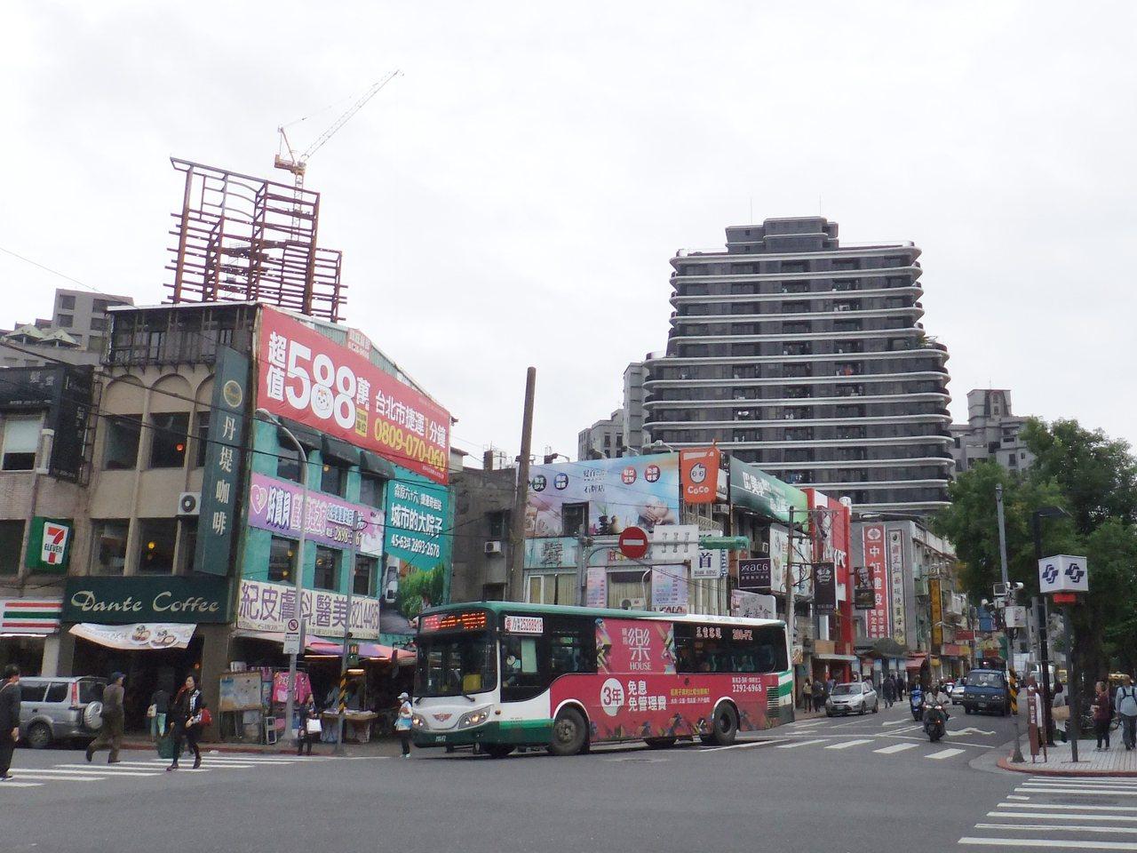 北市不少建案降價求售,二月整體買氣已有好轉。記者游智文/攝影