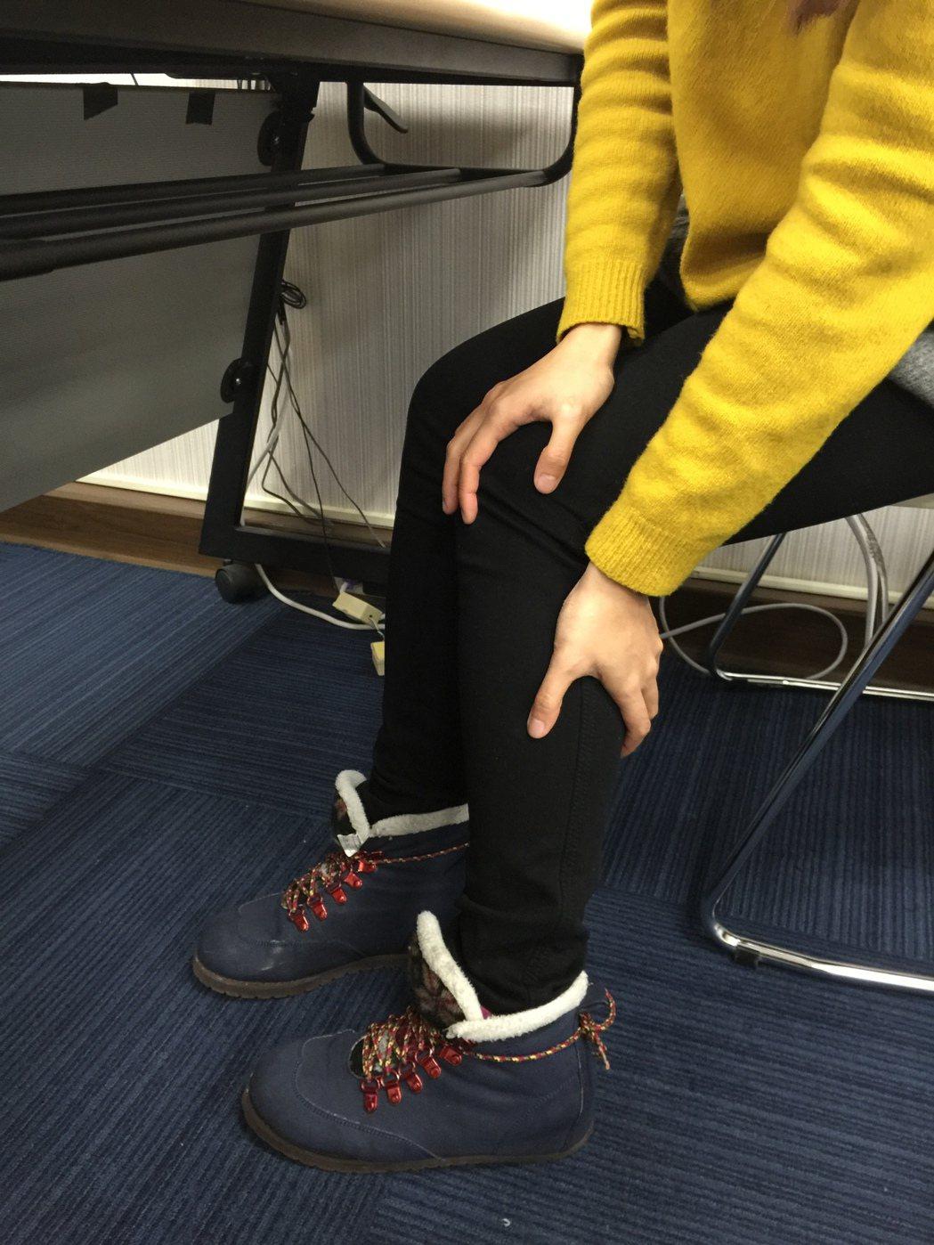 天氣變冷,關節炎好發,醫師指出,久坐不動同樣傷害膝關節。記者黃安琪/攝影