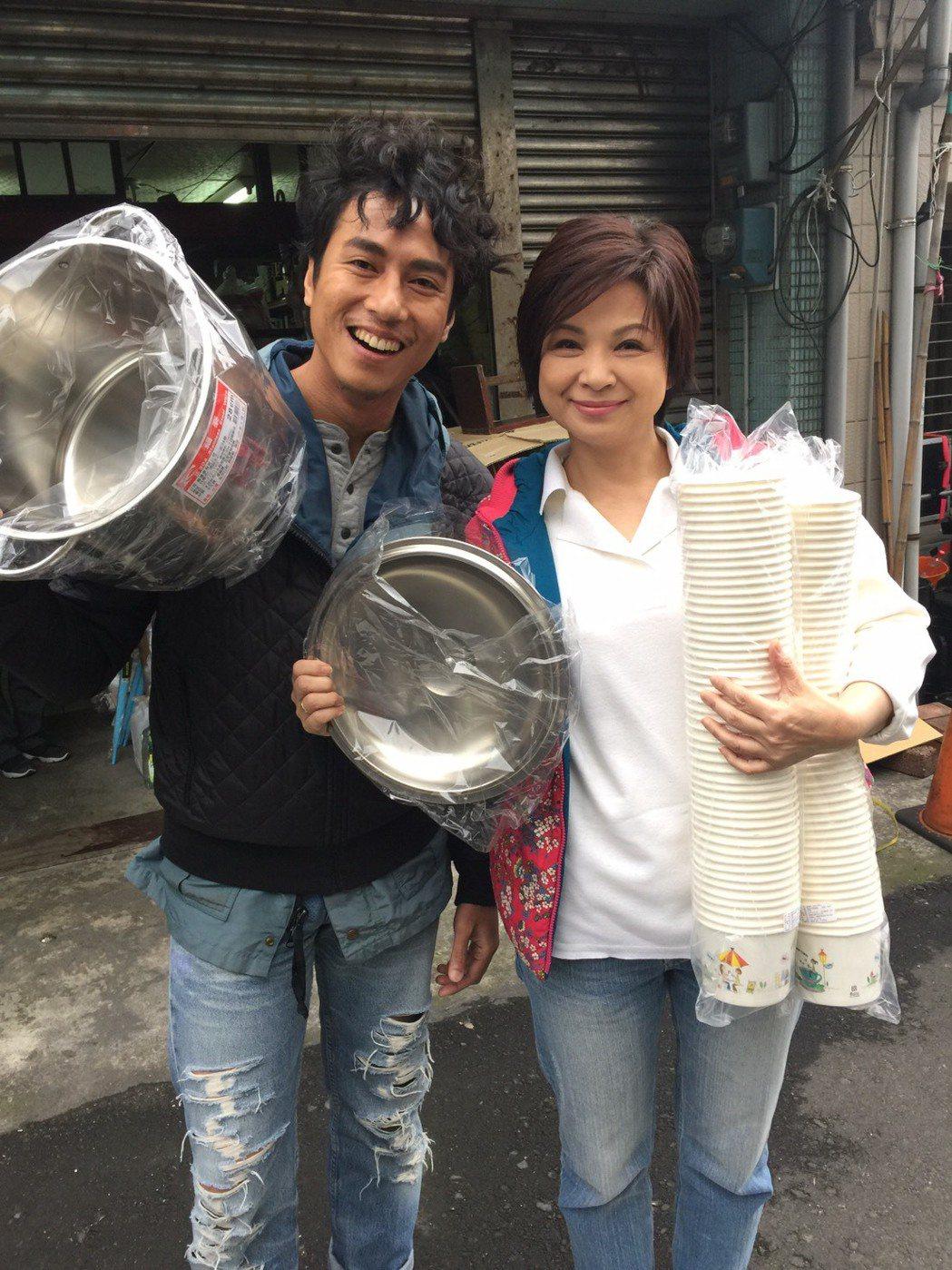 莊凱勛(左)與楊貴媚。圖/民視提供