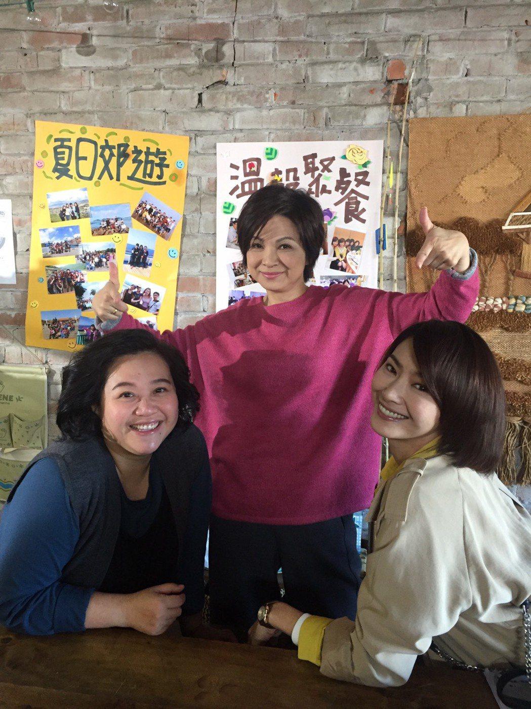 鍾欣凌(左起)楊貴媚和侯怡君。圖/民視提供