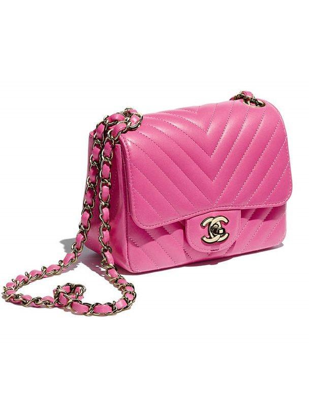 許瑋甯使用的桃紅色山形紋鍊帶Coco小包,86,000元。圖/摘自香奈兒官網