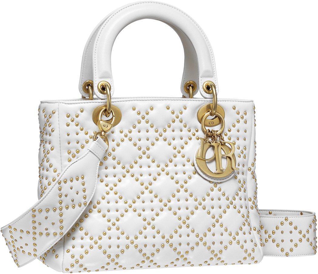 孔曉振款Lady Dior拿鐵白色小羊皮鉚釘綴飾籐格紋大型款提包,售價165,0...
