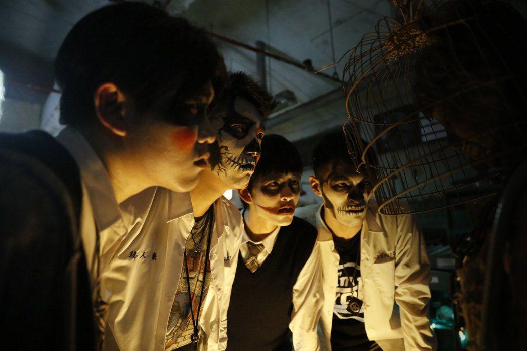 九把刀睽違六年再執導筒,推出青春驚悚電影「報告老師!怪怪怪怪物!」圖/群星瑞智提...