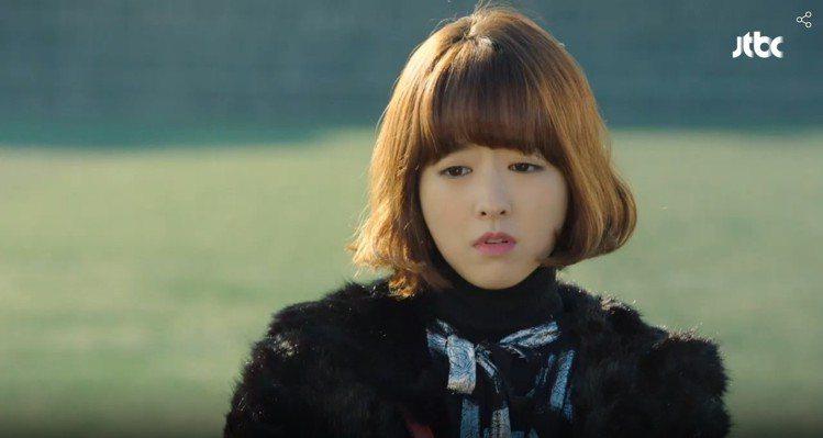 朴寶英在「大力女子都奉順」中展現俏麗造型。圖/翻攝自JTBC官網