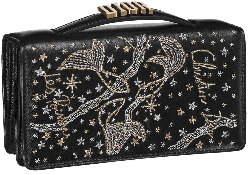 全台獨家十二星座黑色手工刺繡小羊皮晚宴包(圖為雙魚座),各售77,000元。圖/...