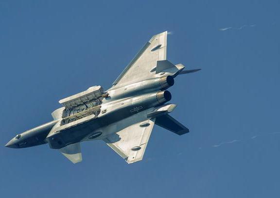 殲-20戰機最新細節照。 (騰訊圖片)