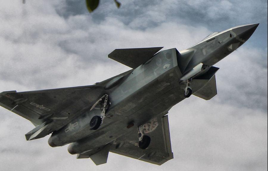 殲20採用類似F-22的新型迷彩塗裝,有多種低可偵測性設計。 (環球網)
