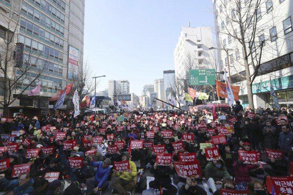 韓法院裁定彈劾朴槿惠 警方戒備防衝突