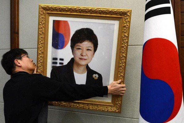 韓聯社:朴槿惠九名高層顧問請辭