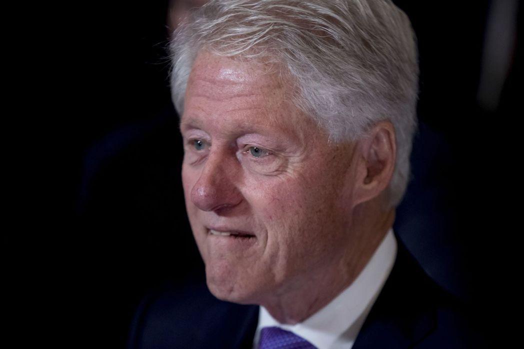 柯林頓成為美國史上首位被提議彈劾的總統,但以一票之差躲過。 美聯社