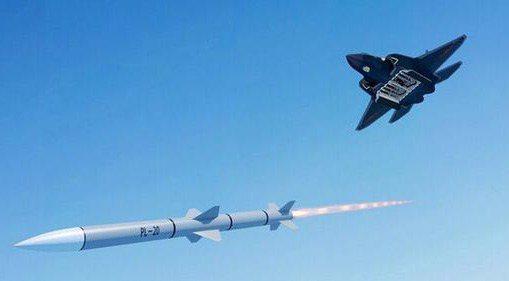 殲20配備大陸研發的霹靂15型(PL-15)遠距離空對空飛彈。 (取自強國網)