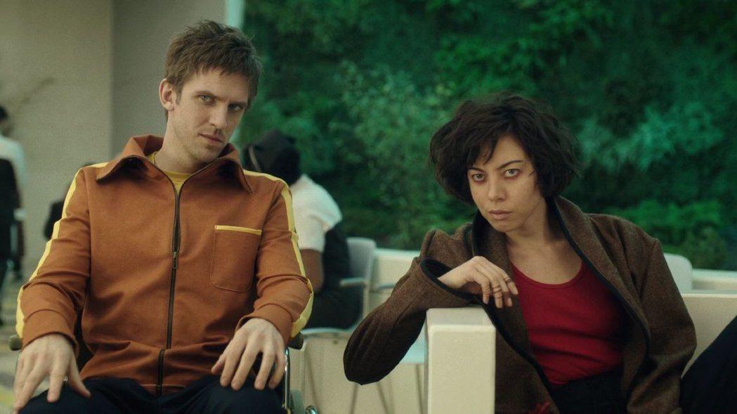 丹史蒂文斯與奧柏莉普拉薩在「變種軍團」有不少對手戲。圖/摘自imdb