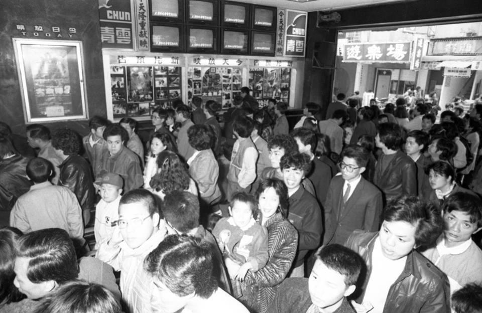 「大金剛2」在春節上映時,戲院門口購票人龍。圖/報系資料照片