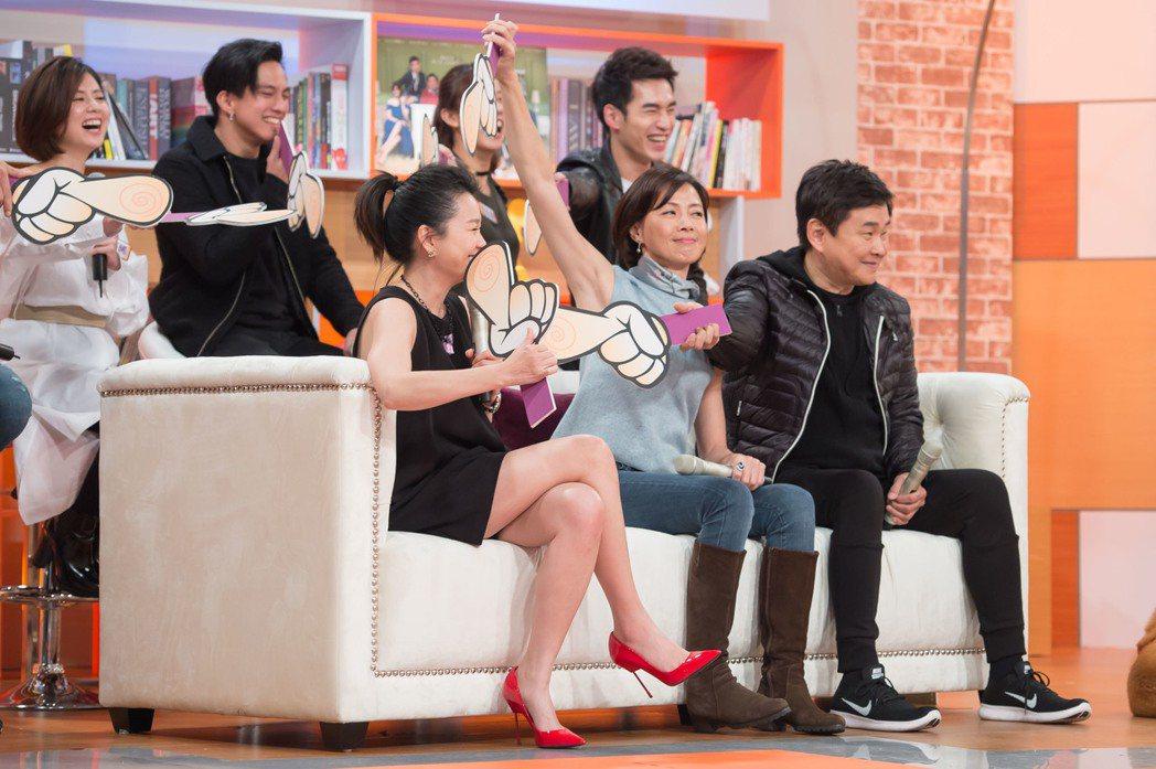 六月(左)宣傳「酸甜之味」,被劇組演員指為遲到大王。圖/TVBS提供