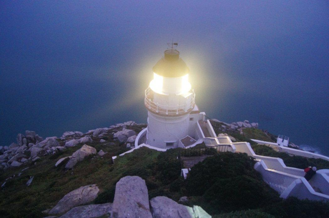 於1904年建造的東引島燈塔(民國前8年),經航港局人員努力修復,重新展現風華。...