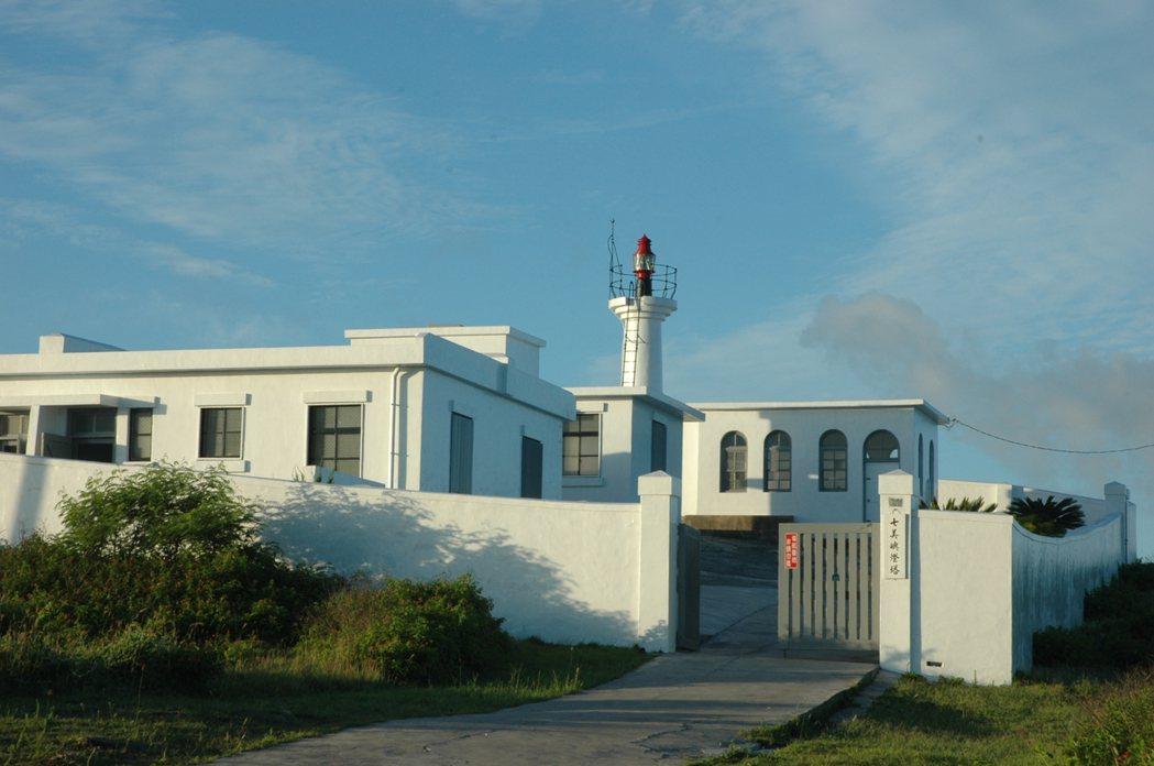 七美燈塔是澎湖最南的一座燈塔,也是日本人在台灣興建的最後一座燈塔,兼具地理和歷史...