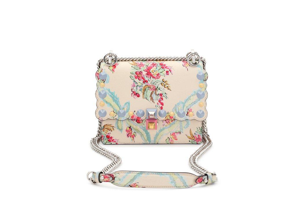 FENDI Mini Kan I 鵝黃立體雕花鍊包,售價88,000元。圖/FE...