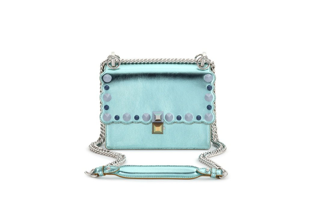 FENDI Mini Kan I綠銀鍊袋包,價格店洽。圖/FENDI提供