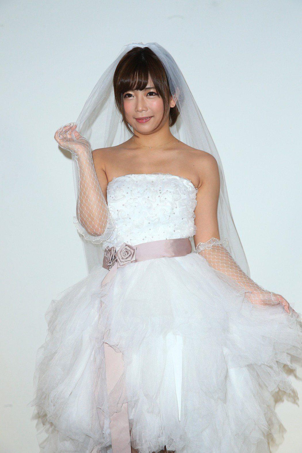 日本女優紗倉真菜下午出席粉絲見面會,並宣傳在台灣的第一本寫真集『紗曉』。記者林伯...