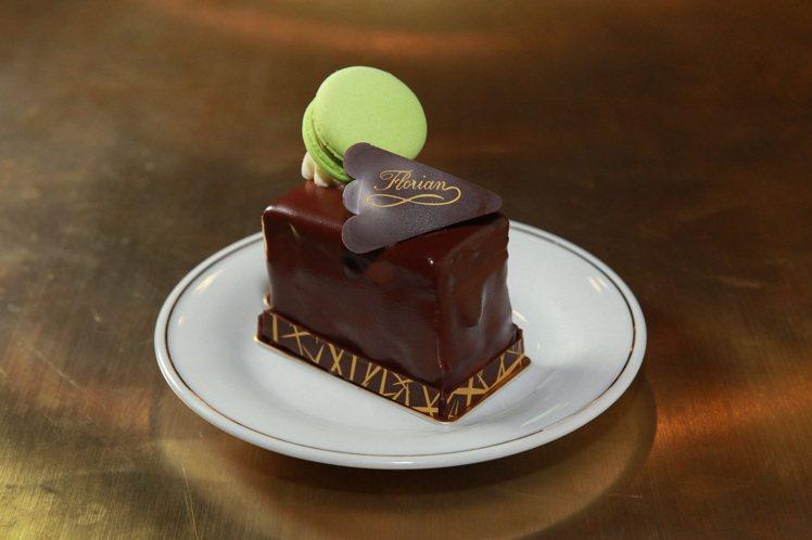 名人最愛、滋味不變的薩赫蛋糕。圖/花神咖啡館提供