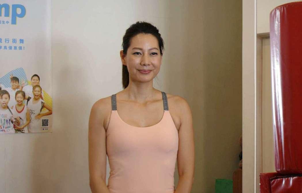 丁寧演出「阿嬤,搖哩搖哩」戲裡戲外都是瑜伽老師。圖/公視提供
