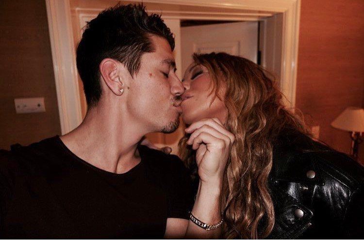 布萊恩也在自己的社群網頁上發布和瑪麗亞凱莉的親吻照片,大曬恩愛。圖/摘自Inst...