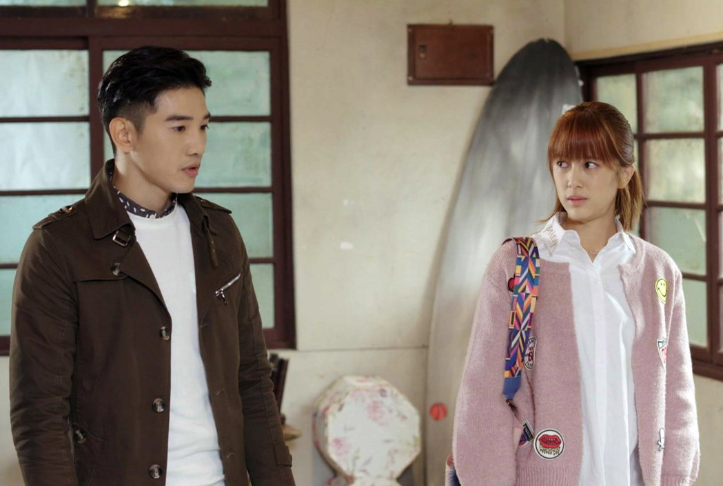 張立昂、劉奕兒演出「浮士德的微笑」,戲中2 人感情增溫。圖/三立提供