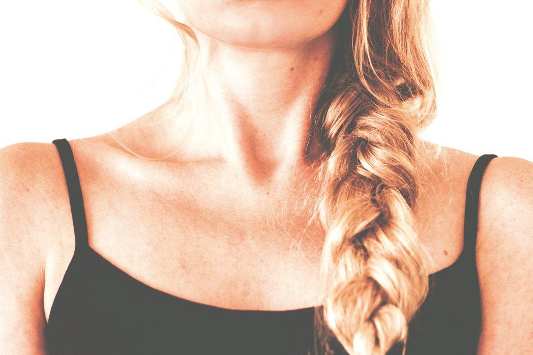 不少愛美女性靠醫美維持美顏,但當心脖子洩漏了年齡秘密。