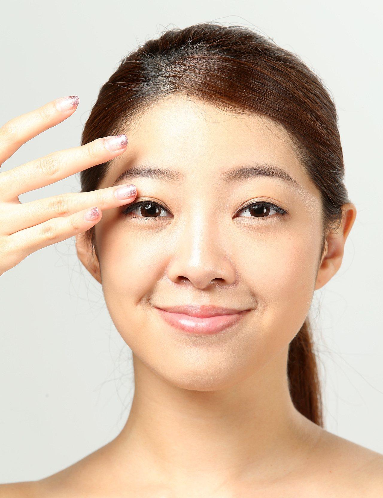 透過保養、改善生活和飲食型態後,仍對細紋、黑眼圈、眼袋或淚溝等眼周問題不滿意,不...