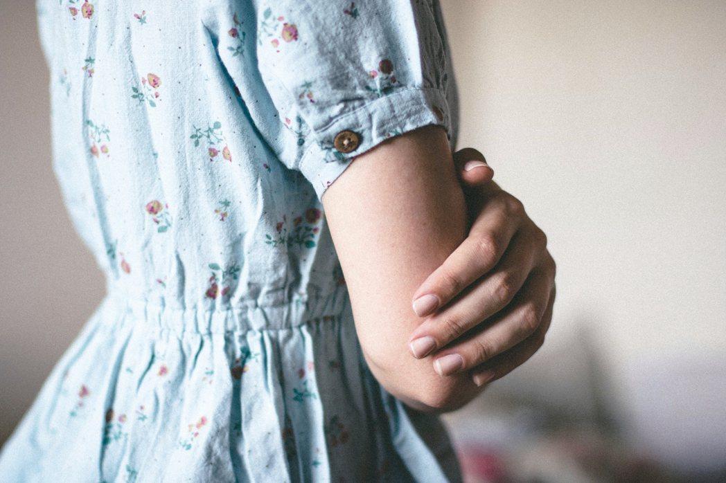 許多人花了很多力氣在臉部保養,卻在亮出雙手的時候,洩露了年齡。