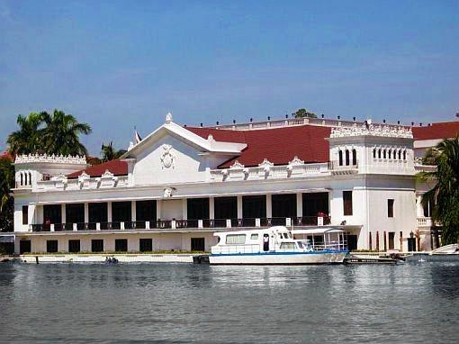 菲律賓的馬拉坎南宮傳說鬼魂很囂張,白天就到處遊走。 圖/取自維基百科