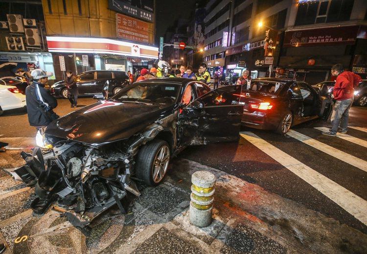 意外事件頻傳,再度喚起國人對於意外險的重視。保險業者說,對於肩負家庭經濟重擔者來...