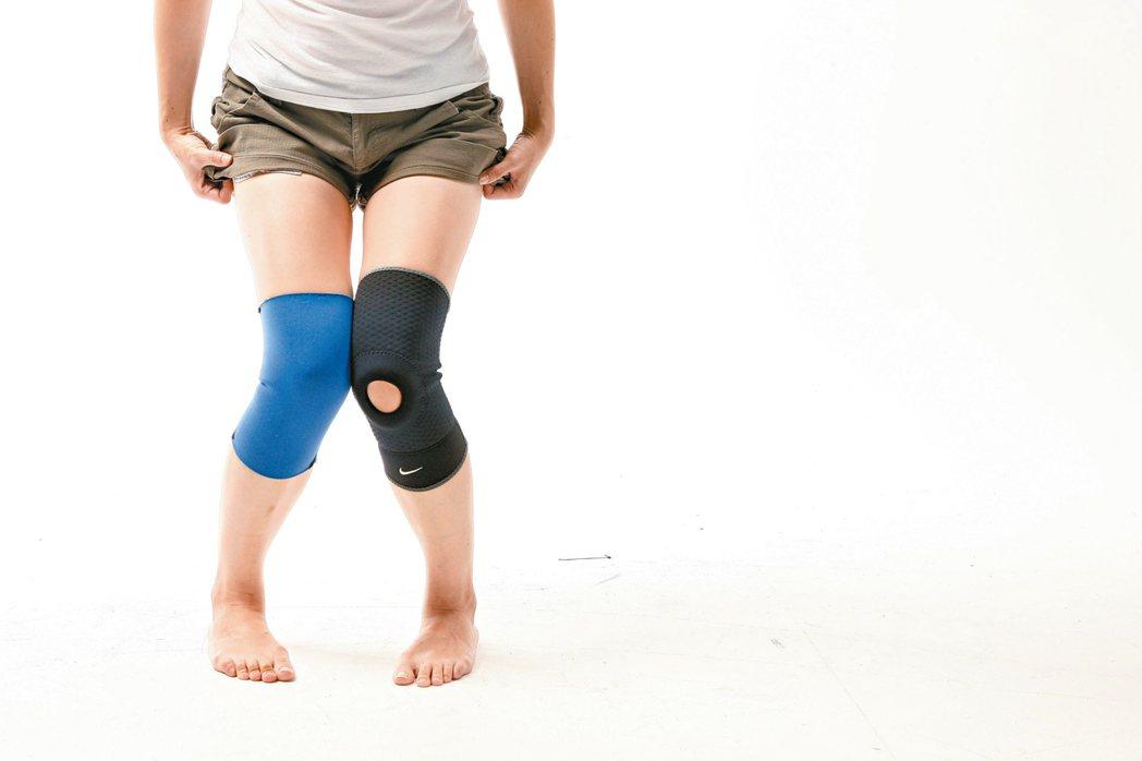 家庭主婦長時間跪著擦地板,過度使用膝蓋造成女僕膝。 報系資料照