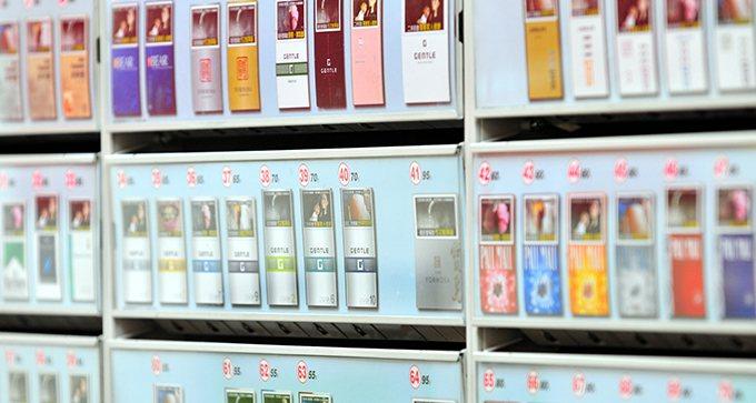 根據財政部估計,菸稅每包調漲20元,菸品消費量可以減少20.1625%,收到的稅...