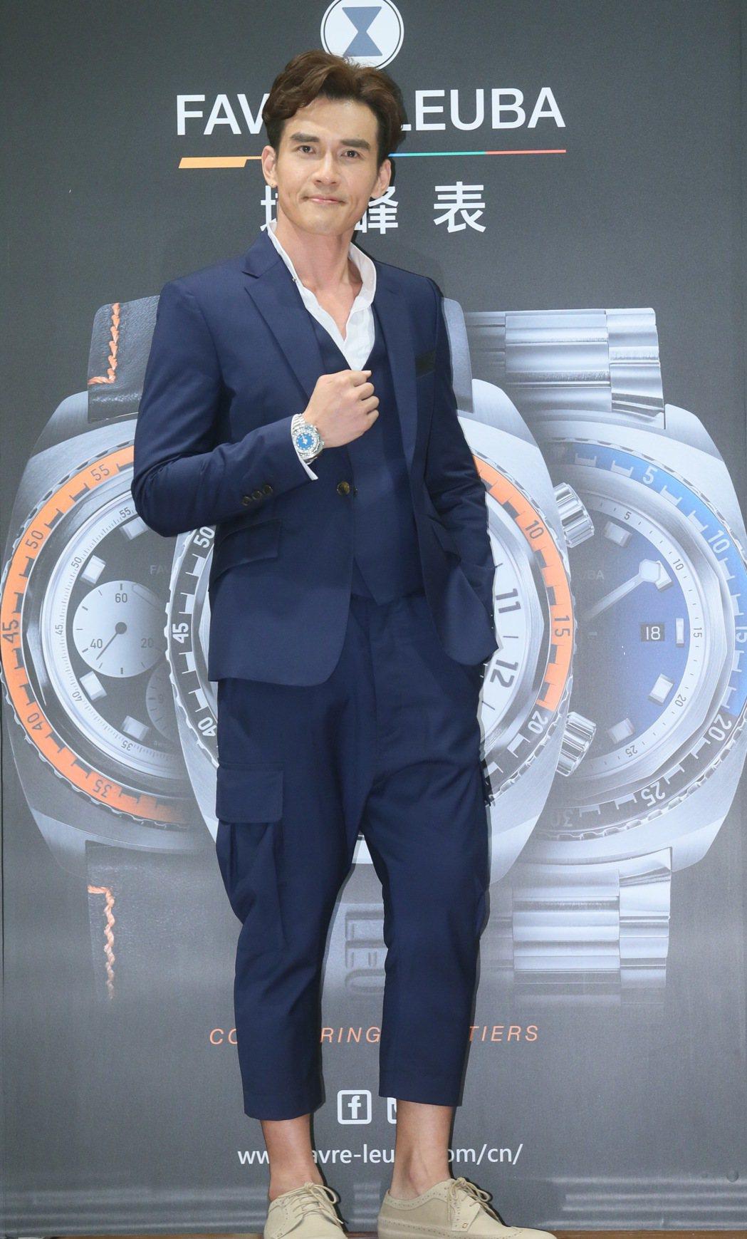 久違螢光幕前的藝人楊一展,出席代言Favrel-Leuba品牌手錶。記者許正宏/...