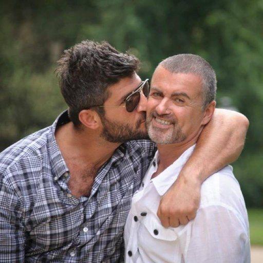 喬治麥可(右)與男友費迪法瓦茲感情深厚。圖/摘自推特