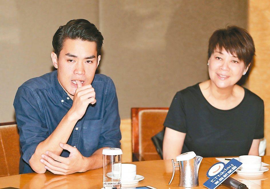 金燕玲(右)曾接拍導演黃進的電影「一念無明」。 本報資料照片