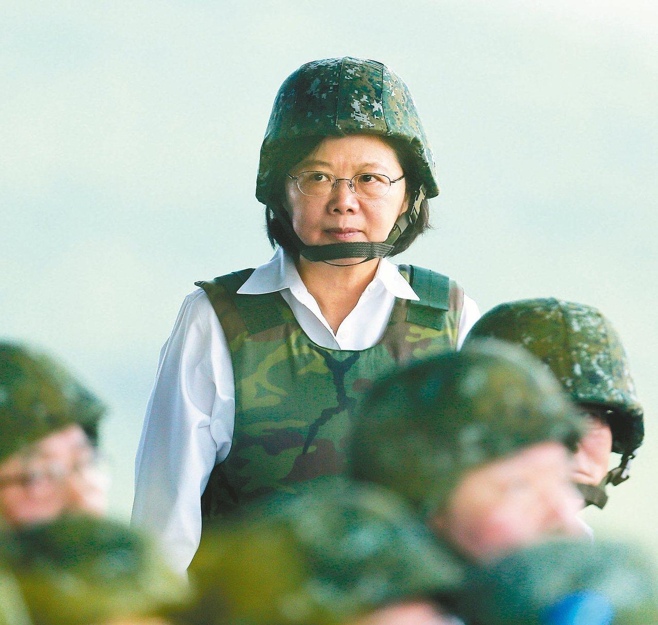 蔡英文總統將密集出席三場重要軍事活動,包括她就職周年前後,親自到澎湖校閱漢光33...