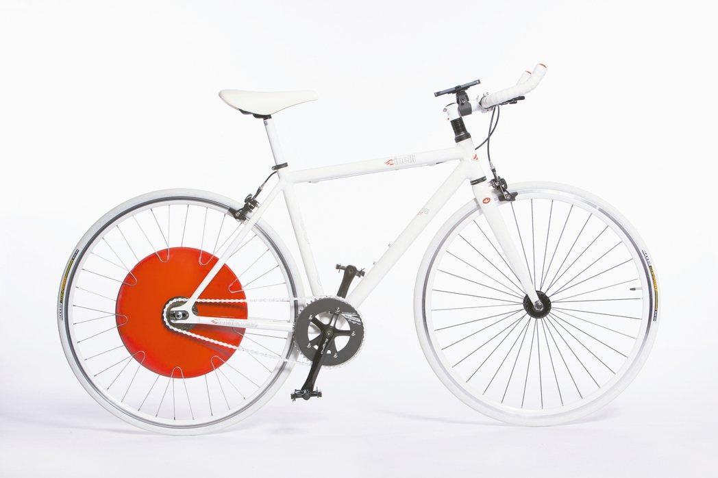 由麻省理工學院所提出的「哥本哈根之輪」,可以讓任何腳踏車搖身一變,成為智慧電動自...