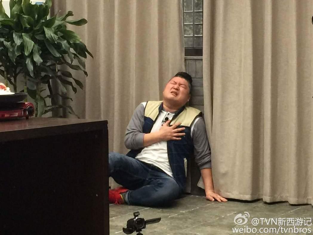 在節目中擔任「豬八戒」的男星姜虎東。 圖/擷自微博