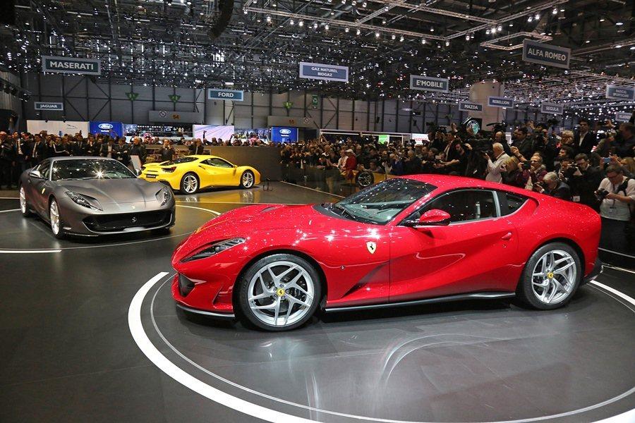 此次日內瓦車展Ferrari還展出採用義大利白車身的California T、黃...
