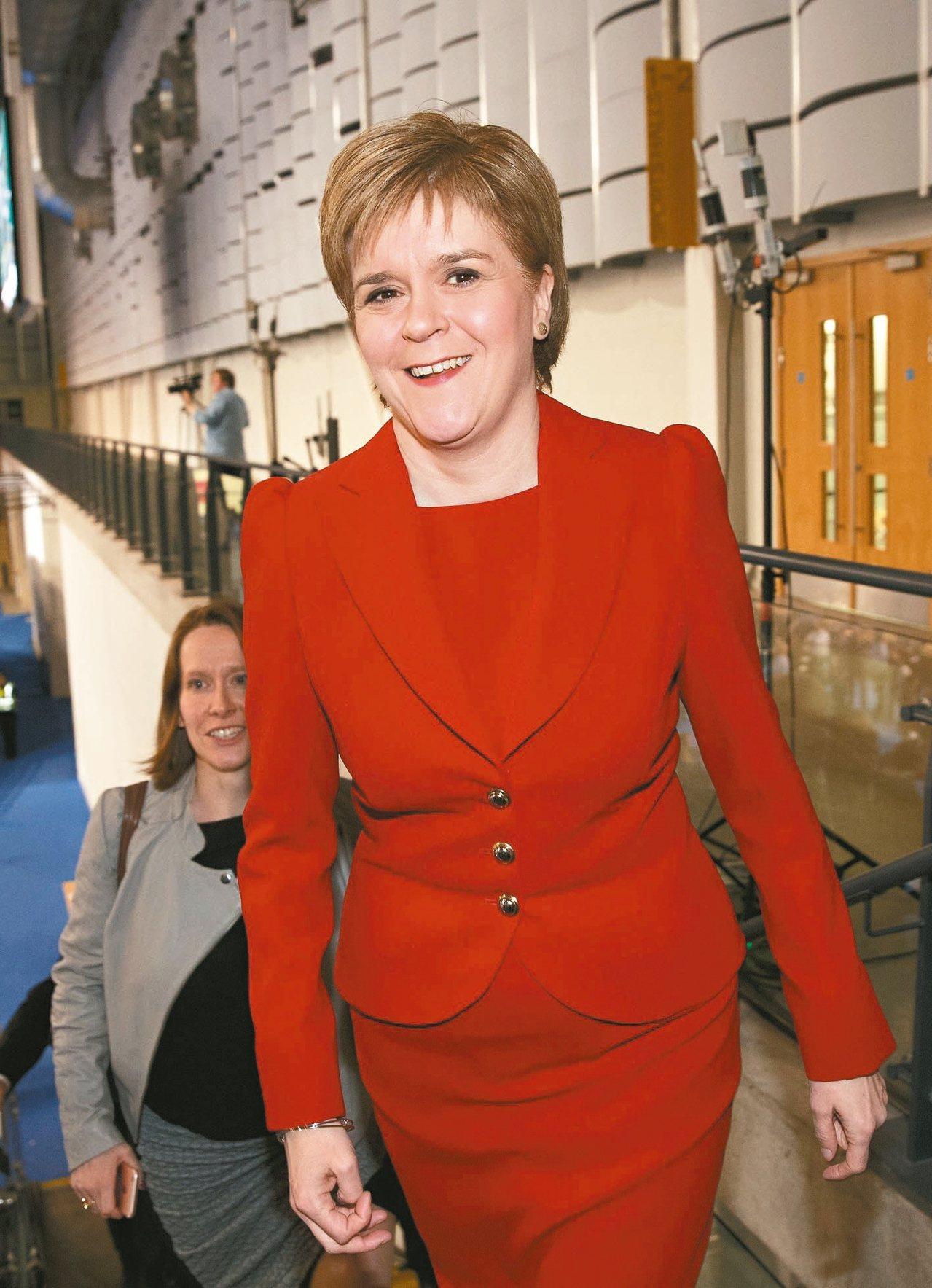 蘇格蘭首席大臣史德金十三日正式對外說明,她將向英國政府尋求讓蘇格蘭舉行脫離英國獨...