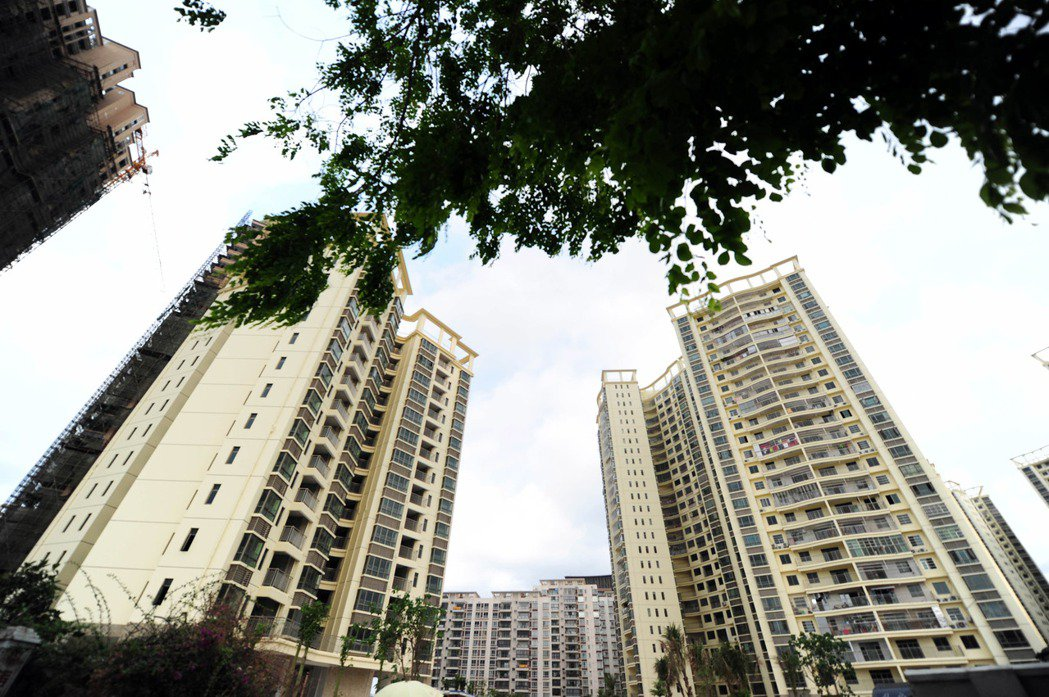中國官方統計,七成在三亞買房子的人,不是三亞居民。圖為三亞市天涯區金雞嶺四組的安...