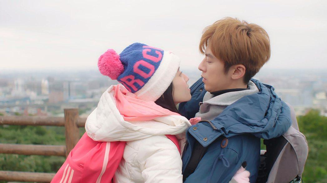 李國毅、連俞涵演出「如朕親臨」,隨劇情進展感情增溫。圖/東森提供