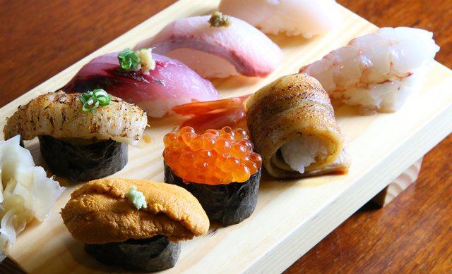 双魚握壽司8貫,售價450元。