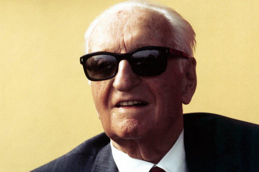 Enzo Ferrari 不僅一手創辦了 Ferrari,同時也曾擔任過車手,是汽車史上是非常傳奇的人物。 摘自 Carscoops